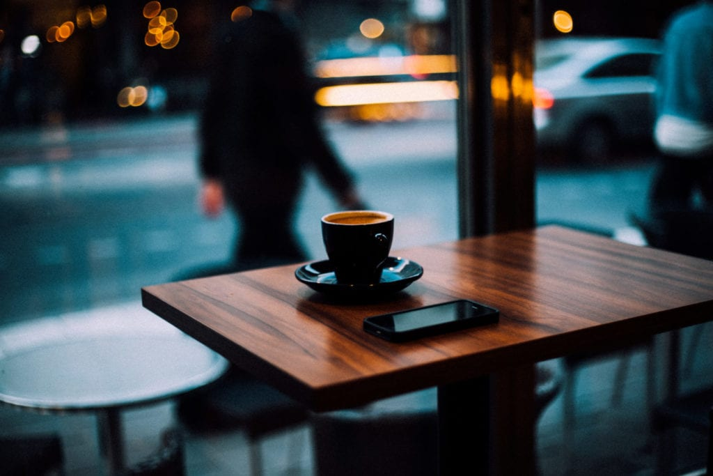 o cafea seara pe terasa